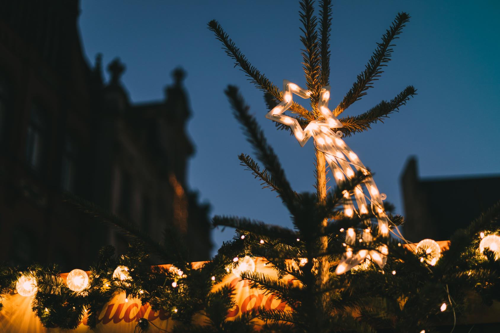 Stern mit Schweif auf dem Weihnachtsmarkt